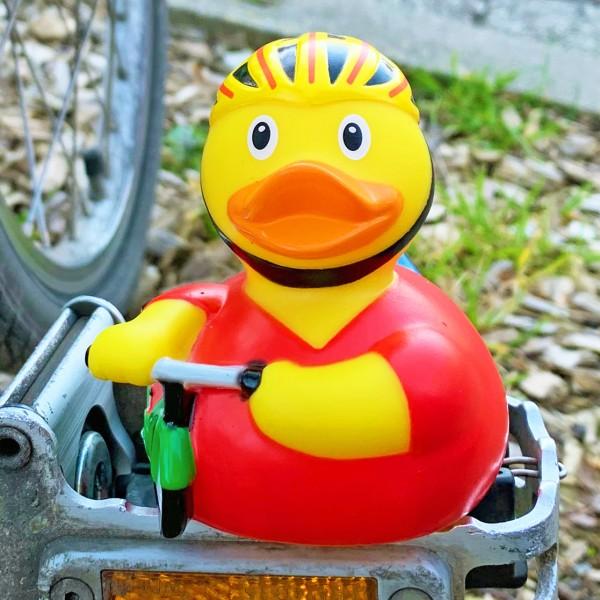 LILALU Quietscheente Radfahrer auf einer Pedale